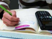 Brevet : les forts en maths et en français choisissent les spécialités scientifiques