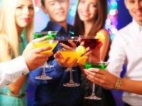 Jeunes conducteurs : fini les oreillettes et l'alcool au volant !